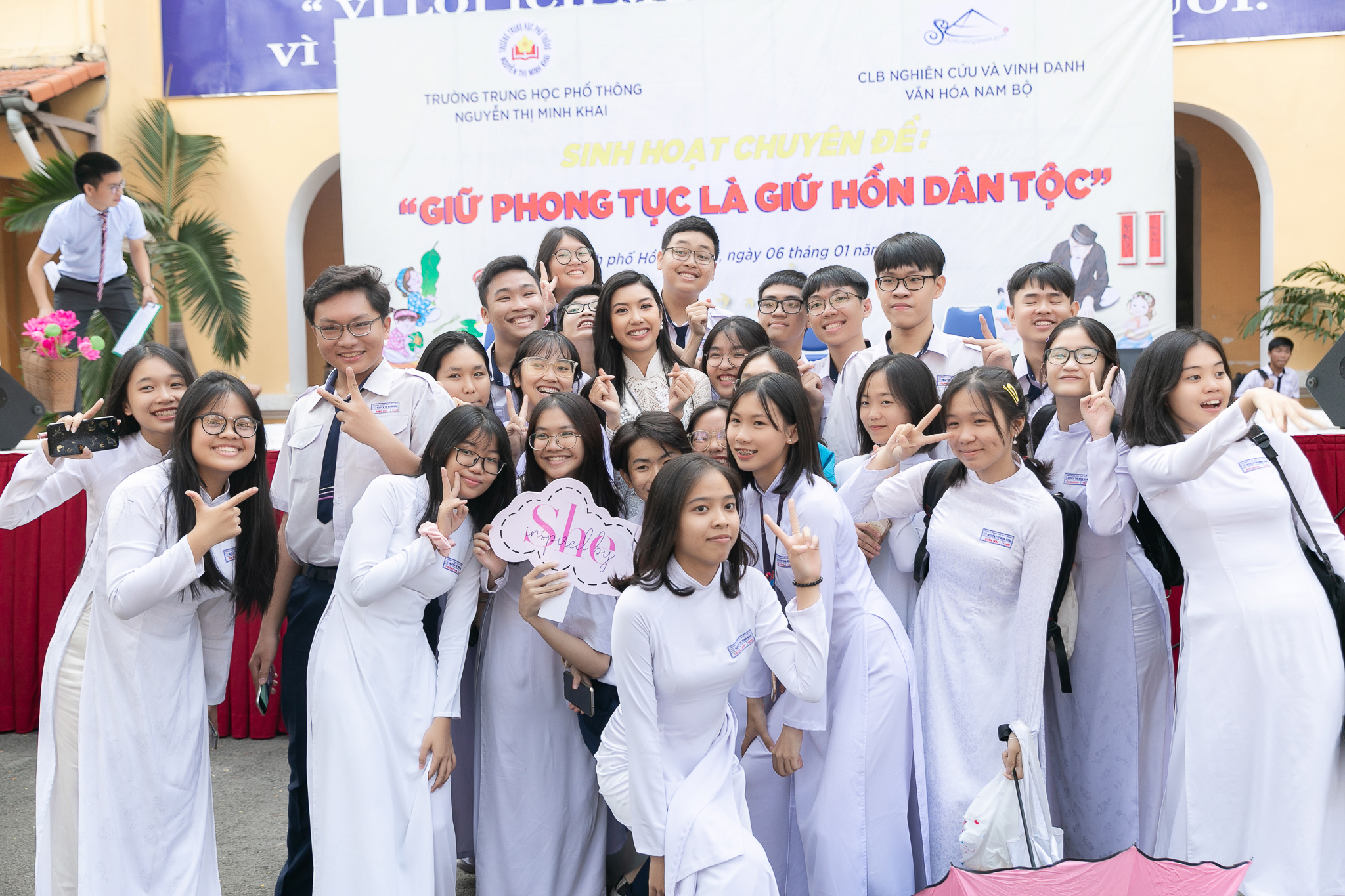 A hau Thuy Van_Hoat dong ve truong_Hoa hau Hoan vu Viet Nam 2019 (22)