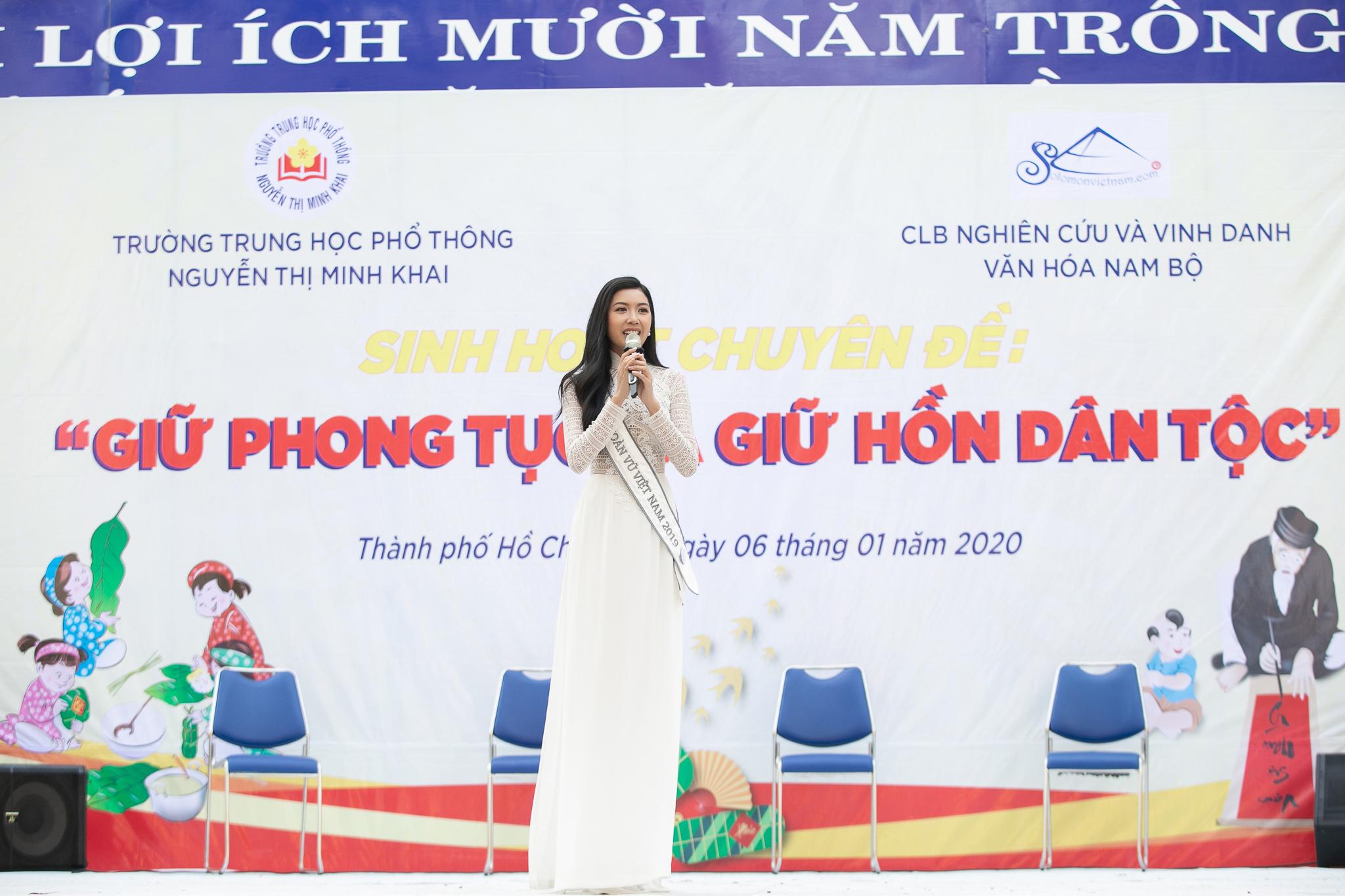 A hau Thuy Van_Hoat dong ve truong_Hoa hau Hoan vu Viet Nam 2019 (8)