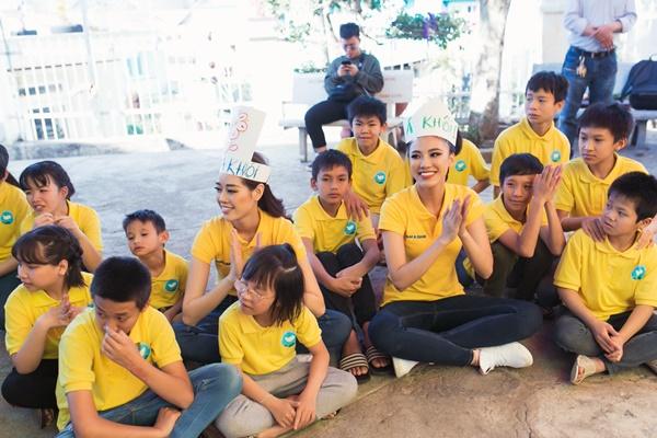 Den tham hoc sinh truong khiem thinh Lam Dong_Hoa hau Hoan vu Viet Nam 2019 (11)