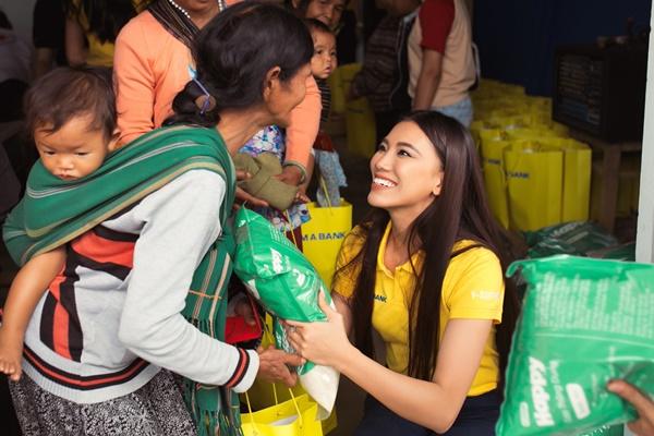 Hoat dong thien nguyen tai Bao Loc_Hoa Hau Hoan vu Viet Nam 2019 (49)