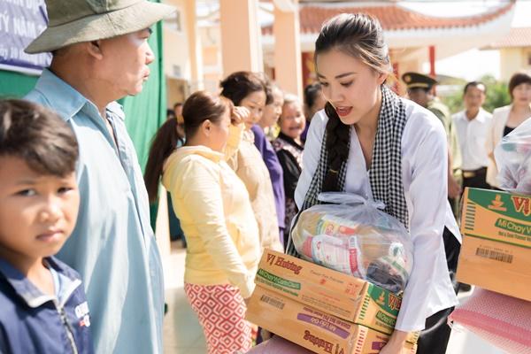 Hoat dong trao qua tai xa Dinh Mon huyen Thoi Lai_A hau Kim Duyen_Hoa hau Hoan vu Viet Nam 2019 (35)