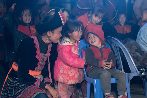 Sinh hoat lua trai tai ban Si Thau Chai_Hoa hau Hoan vu Viet Nam (12)