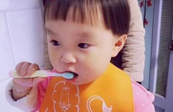 Trẻ có hàm răng cửa to và thưa là tốt hay xấu3