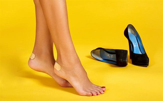 1. 9 cách giảm đau chân do giày cao gót