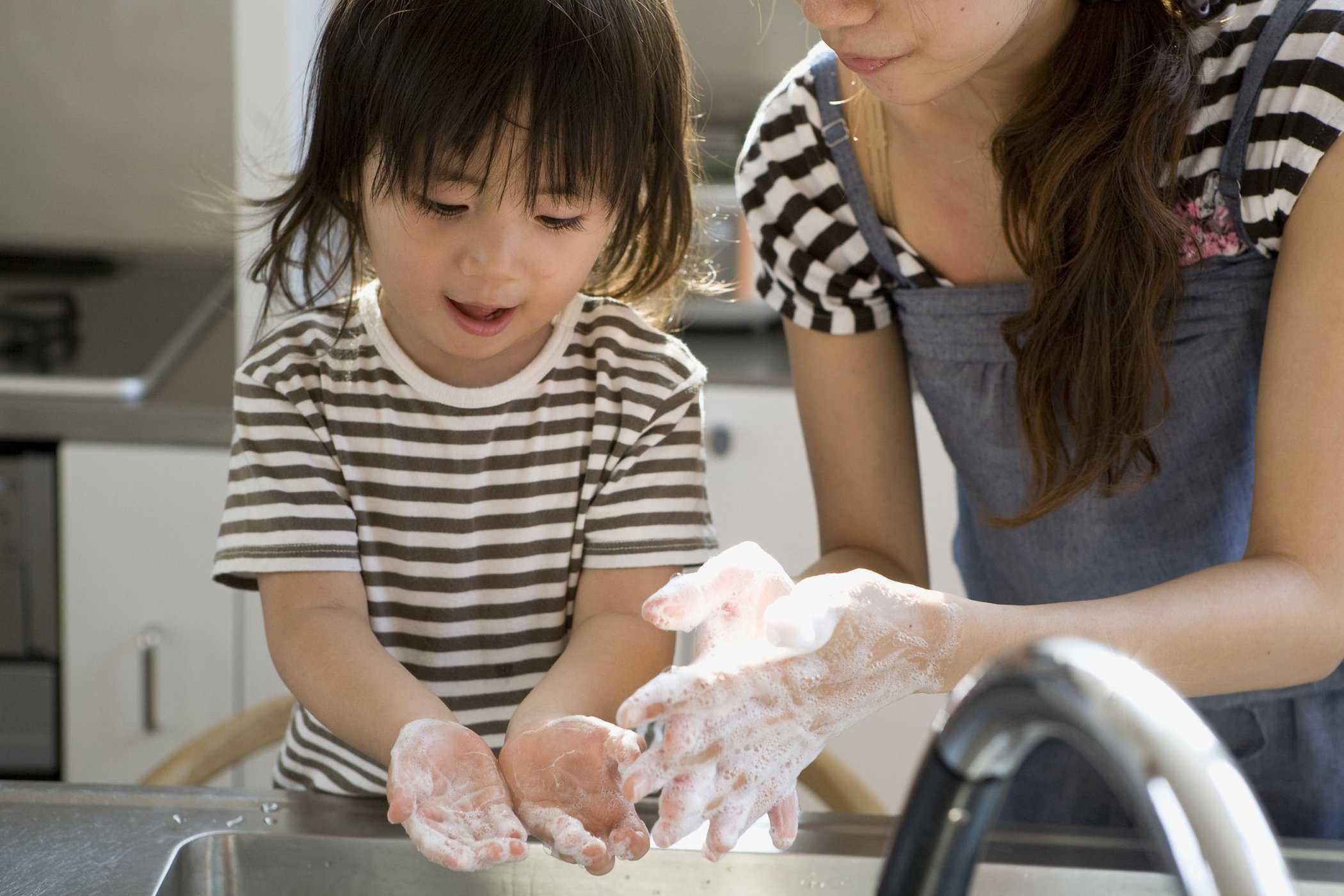 1.Dạy trẻ cách tự chăm sóc sức khỏe trong mùa dịch2