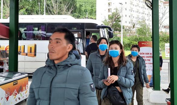 Một nhóm du khách Trung Quốc ở Đà Nẵng - Ảnh: TRƯỜNG TRUNG
