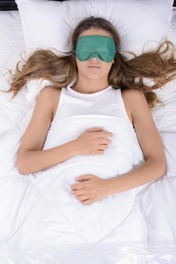 1.Nên buộc tóc hay thả tóc khi đi ngủ Nhiều người làm sai mà không hề biết