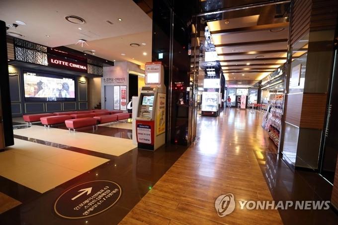 Rạp phim ở Busan không một bóng khách, ngày 22/2. Ảnh Yonhap