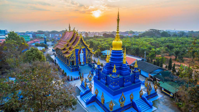 12.Ngôi chùa 'hổ nhảy' nhuộm màu xanh ở Thái Lan