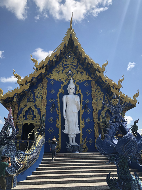 12.Ngôi chùa 'hổ nhảy' nhuộm màu xanh ở Thái Lan1