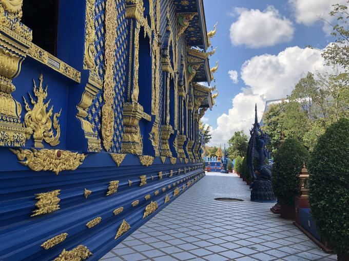 12.Ngôi chùa 'hổ nhảy' nhuộm màu xanh ở Thái Lan10