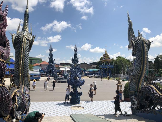 12.Ngôi chùa 'hổ nhảy' nhuộm màu xanh ở Thái Lan11