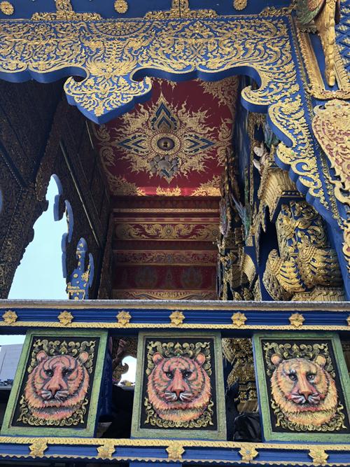 12.Ngôi chùa 'hổ nhảy' nhuộm màu xanh ở Thái Lan3