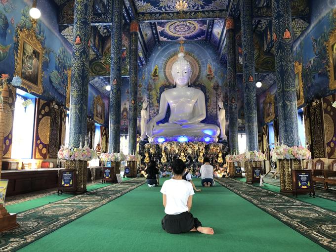 12.Ngôi chùa 'hổ nhảy' nhuộm màu xanh ở Thái Lan4