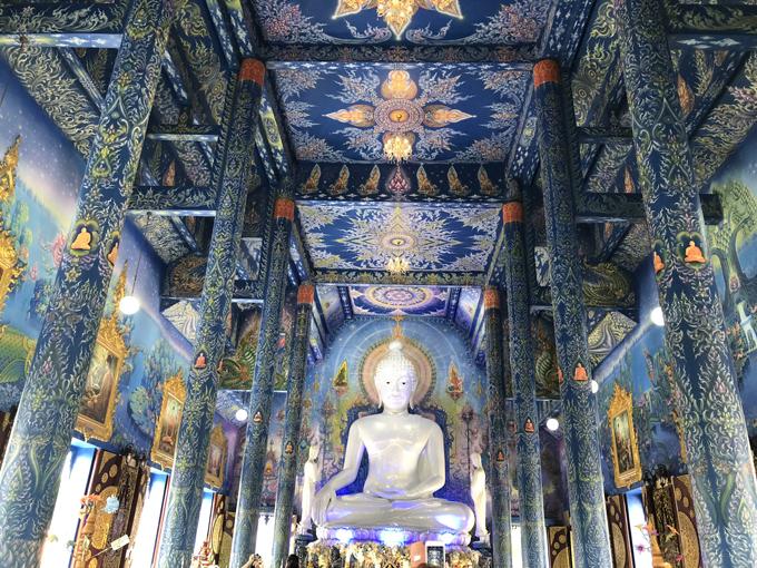 12.Ngôi chùa 'hổ nhảy' nhuộm màu xanh ở Thái Lan5