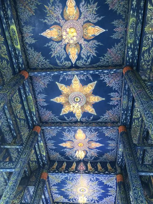 12.Ngôi chùa 'hổ nhảy' nhuộm màu xanh ở Thái Lan6