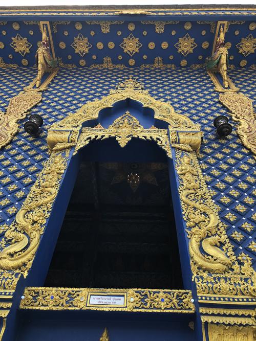 12.Ngôi chùa 'hổ nhảy' nhuộm màu xanh ở Thái Lan7
