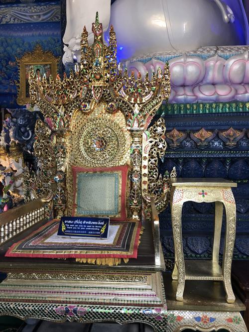 12.Ngôi chùa 'hổ nhảy' nhuộm màu xanh ở Thái Lan9