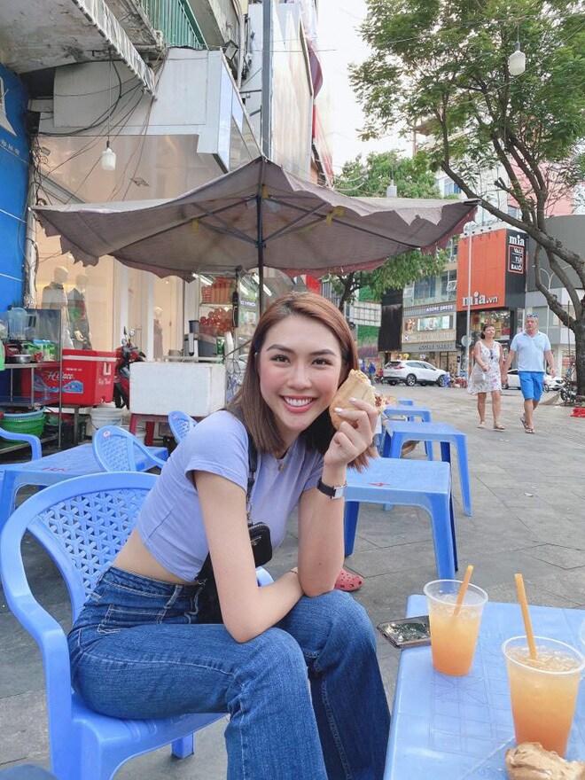 Bánh mì là món đầu tiên Tường Linh tìm ăn khi trở về từ nước ngoài