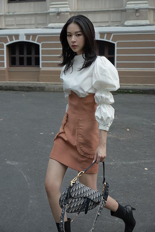 23.Sao Việt mê váy lưng cao, áo tay bồng5
