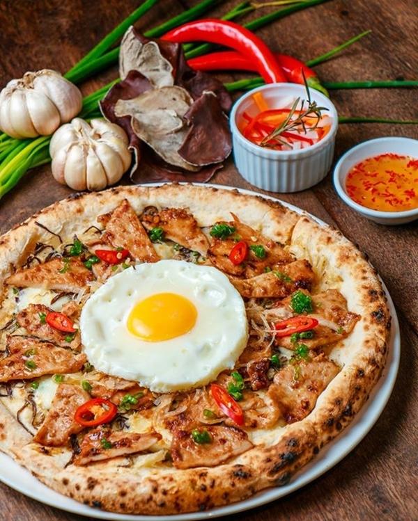 3.Pizza 'cơm tấm' ở Sài Gòn