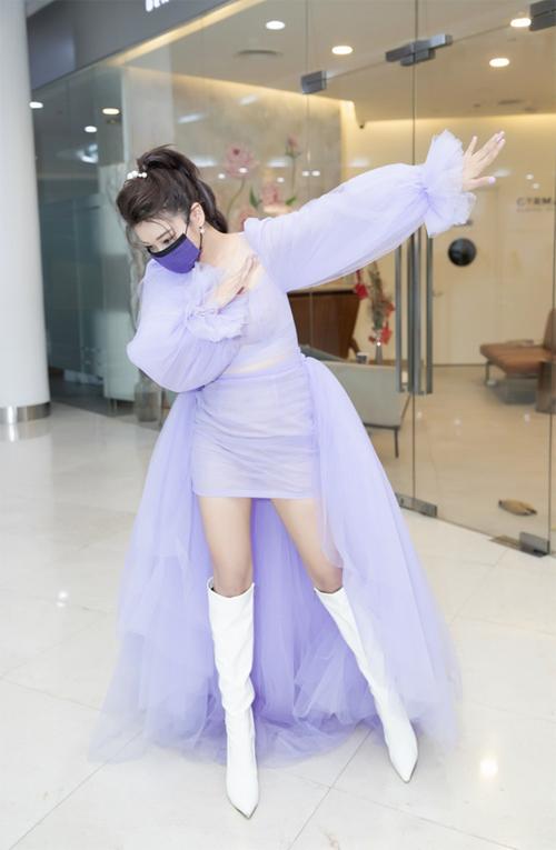 7.Sao Việt mặc sành điệu vẫn không quên khẩu trang1