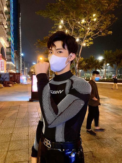 7.Sao Việt mặc sành điệu vẫn không quên khẩu trang6