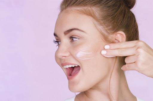 8. Chăm sóc da mặt khi đeo khẩu trang thường xuyên2