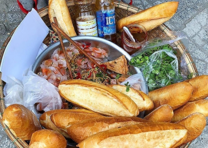 Bánh mì bột lọc - biến tấu độc đáo ở Đà Nẵng. Ảnh: Vi Yến