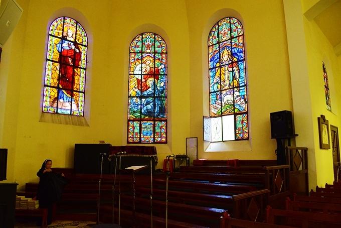 9.Nhà thờ cổ nơi tổ chức hôn lễ của Tóc Tiên3