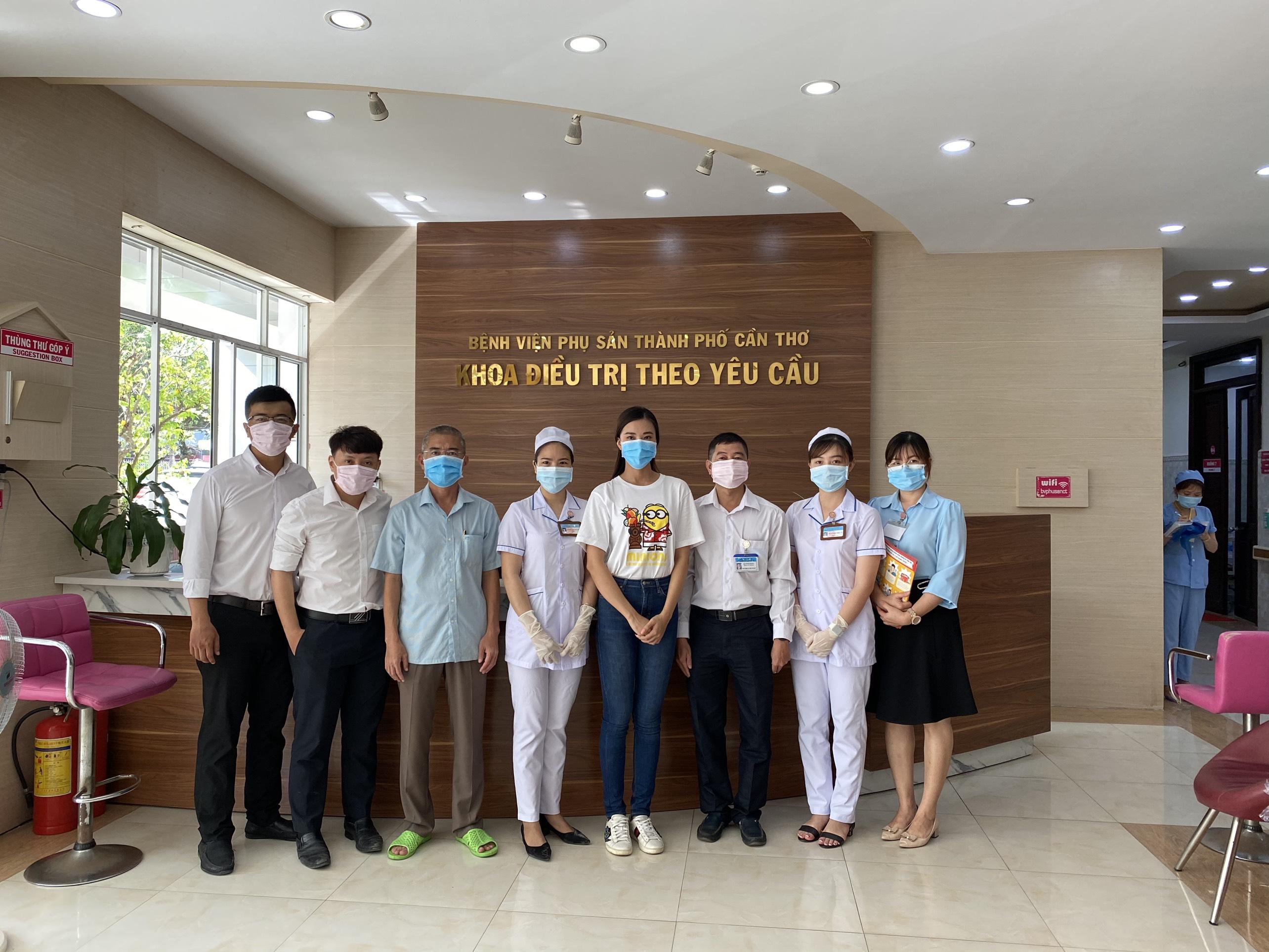 A Hau Kim Duyen phat khau trang (12)