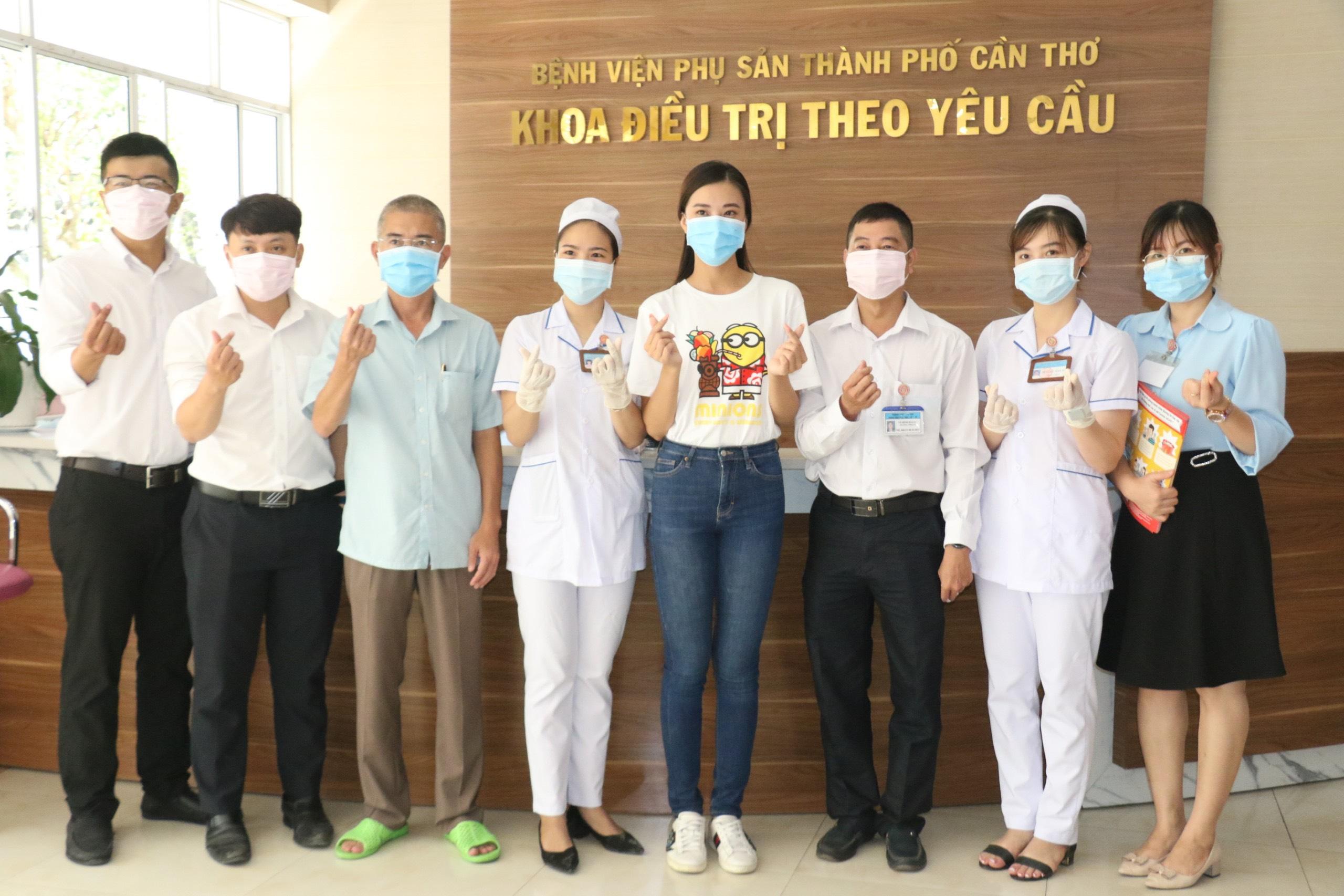 A Hau Kim Duyen phat khau trang (6)