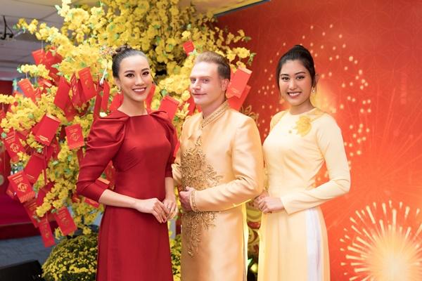 A hau Kim Duyen va Nguoi dep Ngo Truc Linh (1)