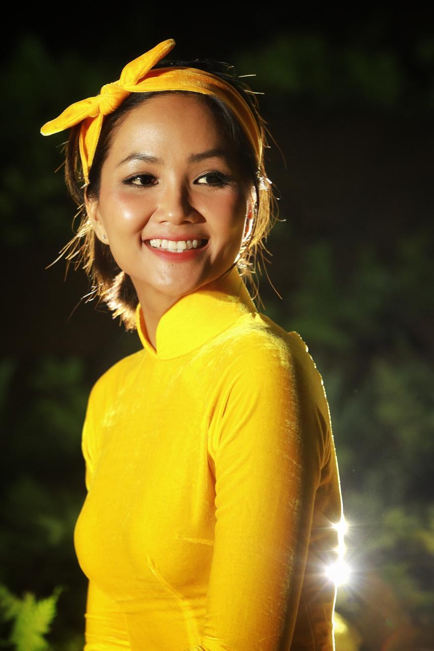 Hoa Hau HHen Nie_Ao dai by Thuan Viet (17)