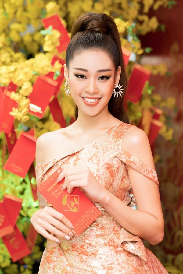 Hoa hau Khanh Van (1)