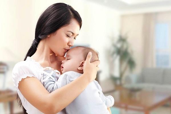 Muốn phòng virus Corona, mẹ có nên đeo khẩu trang cho trẻ sơ sinh