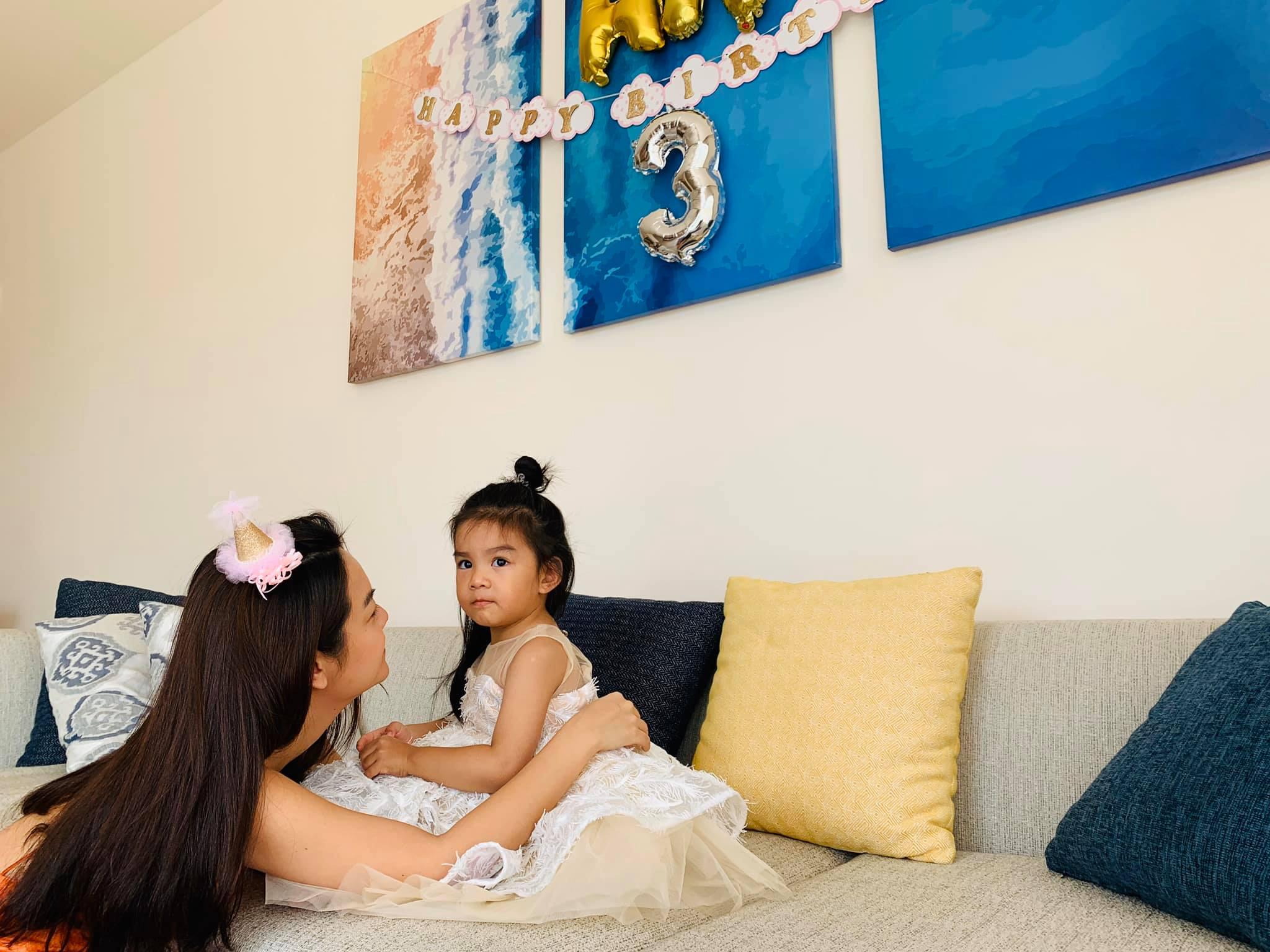 """Tuệ An là công chúa thứ 2 của Phạm Quỳnh Anh. Sau khi ly hôn với """"ông bầu"""" Quang Huy, cô nuôi cả 2 con gái là: Tuệ Lâm và Tuệ An"""