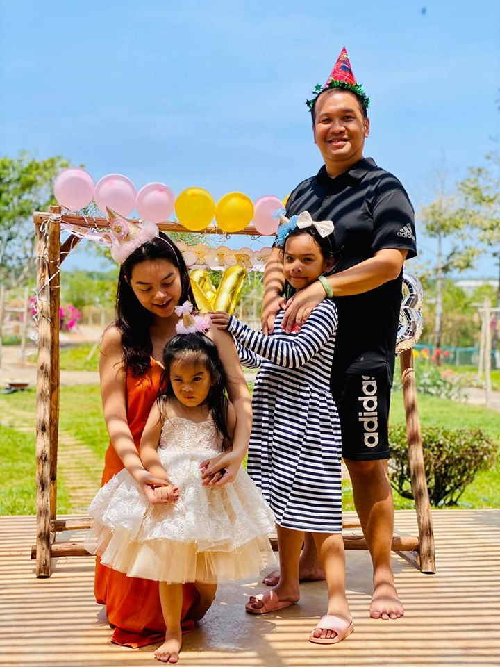 """Phạm Quỳnh Anh và chồng cũ - """"ông bầu"""" Quang Huy tại ngộ trong dịp sinh nhật con gái. Họ được khán giả khen ngợi khi hành xử văn mình sau ly hôn."""