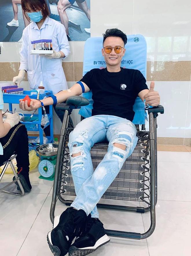 """Tuấn Hưng - Hoàng Bách cùng giải cứu cơn """"khủng hoảng máu""""."""