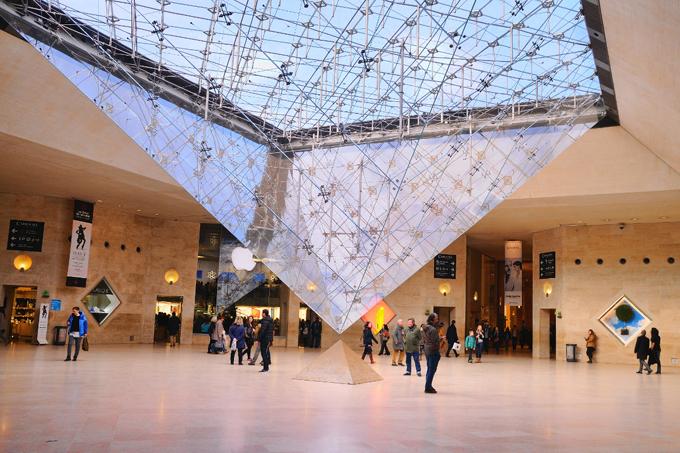 Bảo tàng Louvre mỗi năm đón gần 10 triệu du khách tham quan.