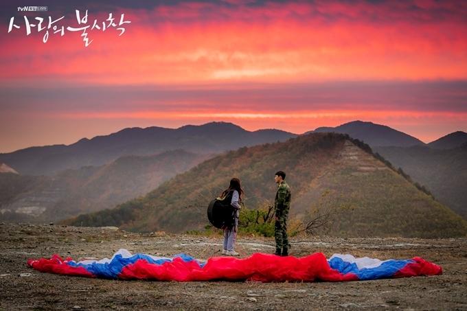 5.Người Hàn check-in điểm quay 'Hạ cánh nơi anh' giữa dịch