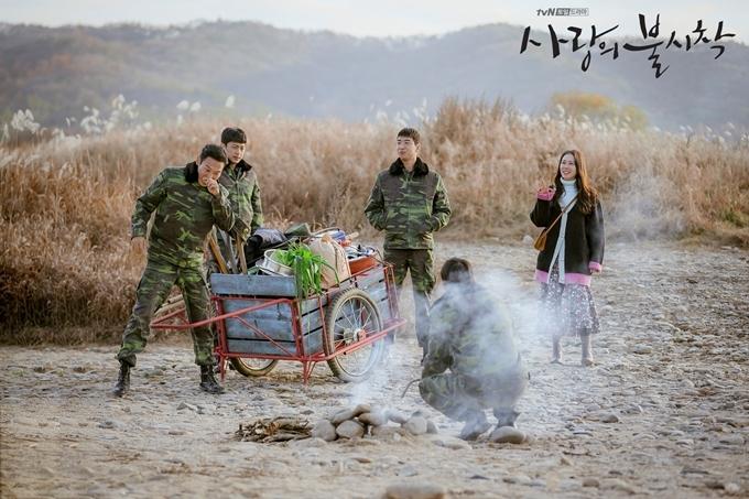 5.Người Hàn check-in điểm quay 'Hạ cánh nơi anh' giữa dịch2