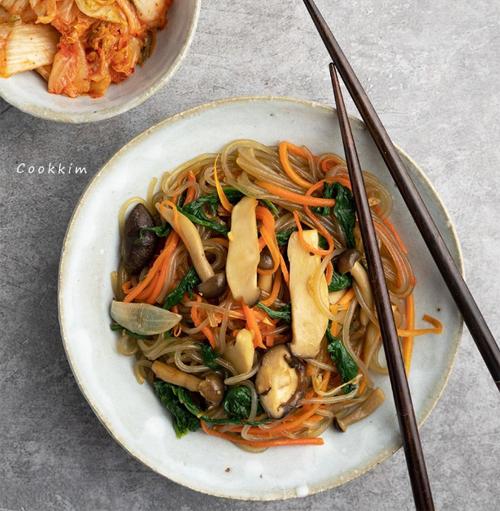 7. Miến trộn chay kiểu Hàn Quốc
