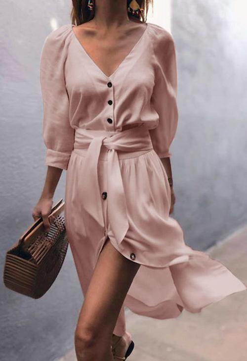 Vào mùa hè, các chất liệu vải mỏng manh thường được chọn lựa để mang tới các kiểu đầm xẻ, váy ngắn tôn nét duyên dáng và sexy cho phái đẹp.