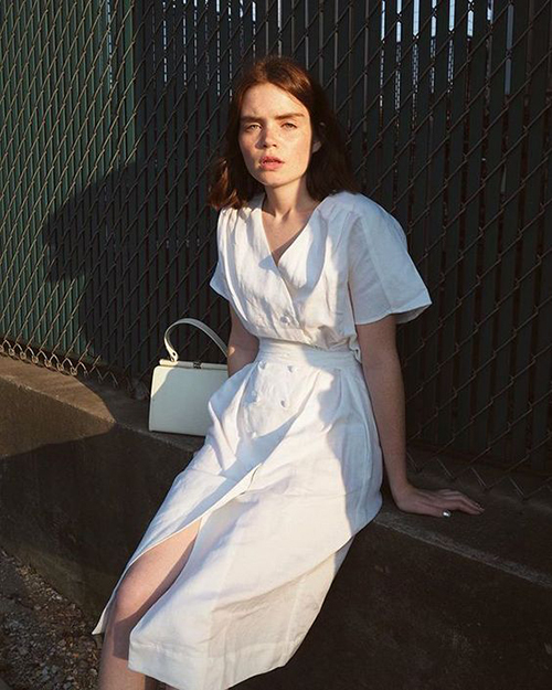 Váy linen trắng là sản phẩm được phái đẹp ưa chuộng ở mùa hè. Giữa nhiều trào lưu về chất liệu và hoạ tiết mới, chúng vẫn giữ được vị thế của mình trong xu hướng thời trang.