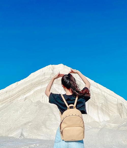 Nhiều du khách còn ví von đồng muối Đầm Vua giống như núi Phú Sĩ của Ninh Thuận. Ảnh: tranthanhbich