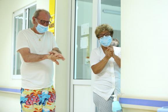 Du khách nước ngoài nhiễm bệnh được điều trị trong khu cách ly