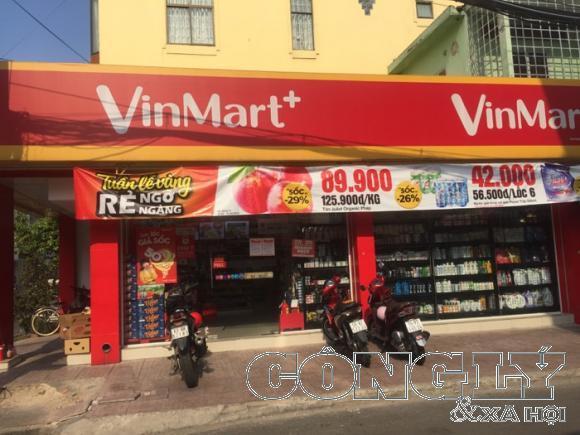 Các siêu thị cửa hàng tiện lợi vẫn mở cửa để phục vụ người dân