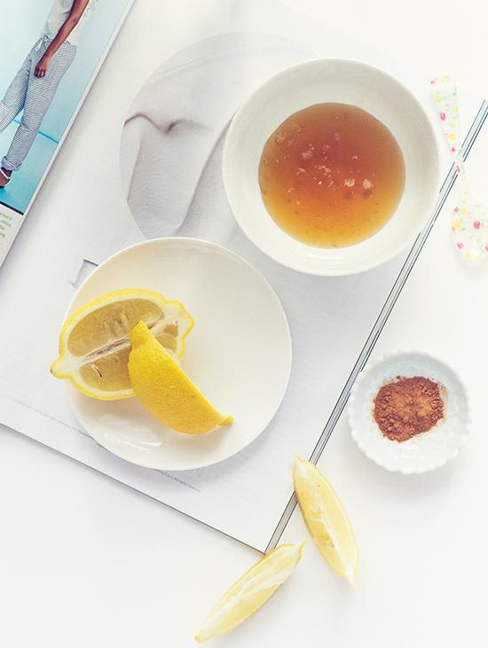 Cả chanh lẫn mật ong đều công hiệu trong việc trị mụn, kháng viêm, làm sạch bã nhờn trên da.