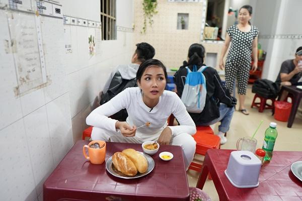 Hoa hau HHen Nie_Banh Mi (25)